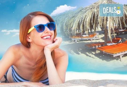 За 1 ден през август на плажа Амолофи близо до Неа Перамос, Гърция! Транспорт, застраховка и водач от Глобус Турс - Снимка 1