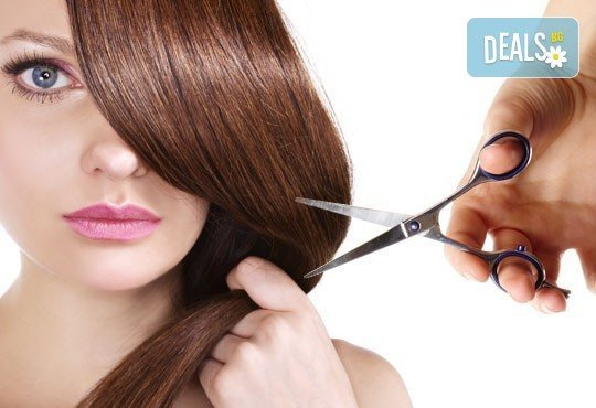 Нова прическа! Подстригване с гореща ножица (терапия), маска с арганово масло и прав сешоар в Салон за красота B Beauty - Снимка 1