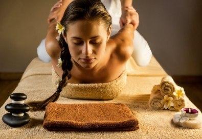 Медицински лечебен масаж на цяло тяло от професионален кинезитерапевт + рефлексотерапия на стъпала и длани и точков масаж на скалп в Skin Nova - Снимка