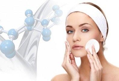 Почистване на лице, антиейдж терапия или окситерапия, масаж по Зоган и оформяне на вежди в салон за красота Madonna в Центъра - Снимка