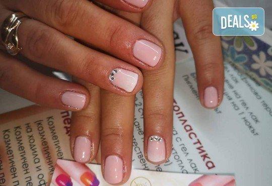 Ярки и дълготрайни цветове! Маникюр с гел лак и 2 декорации по избор в Beauty Studio Estetic Varna - Снимка 4