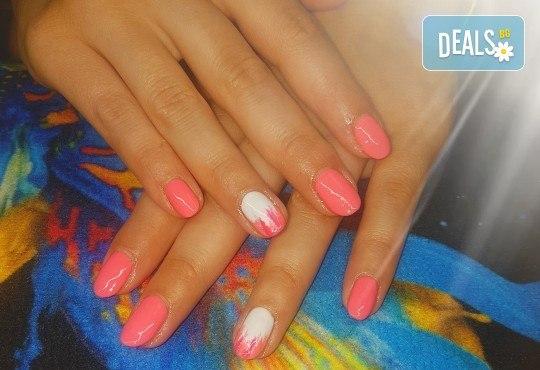 Ярки и дълготрайни цветове! Маникюр с гел лак и 2 декорации по избор в Beauty Studio Estetic Varna - Снимка 6