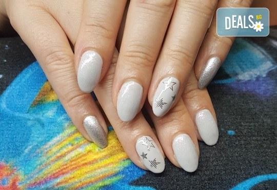Ярки и дълготрайни цветове! Маникюр с гел лак и 2 декорации по избор в Beauty Studio Estetic Varna - Снимка 1