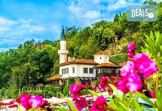 Уикенд екскурзия до Балчик, Аладжа манастир и Евксиноград! 1 нощувка със закуска, транспорт и екскурзовод - Снимка 1