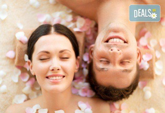 Светът е за двама! 60-минутен релаксиращ масаж на цяло тяло за двойки и бонус: масаж на лице от студио за красота Giro - Снимка 1