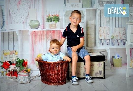 Фотосесия в студио - бебешка, детска, индивидуална или семейна + подарък: фотокнига, от Photosesia.com - Снимка 2