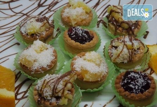 Почерпете гостите си със стилен сет от 115, 170 или 230 солени и сладки хапки микс от H&D Catering - Снимка 4