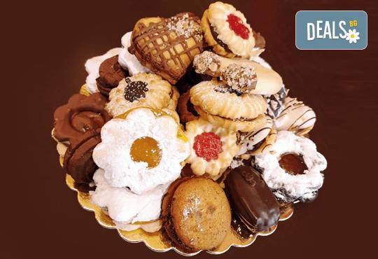 За празниците в офиса! 1 кг. домашни гръцки сладки: седем различни вкуса сладки с шоколад, макадамия и кокос, майсторска изработка от Сладкарница Джорджо Джани - Снимка 9