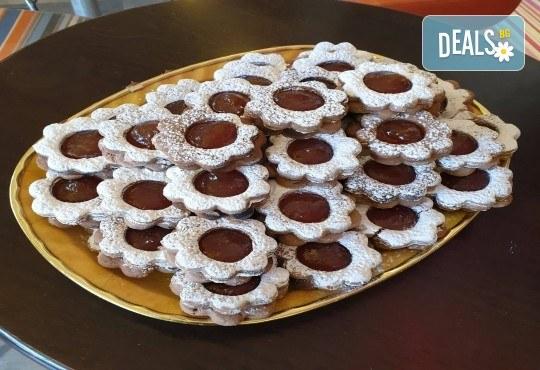 За празниците в офиса! 1 кг. домашни гръцки сладки: седем различни вкуса сладки с шоколад, макадамия и кокос, майсторска изработка от Сладкарница Джорджо Джани - Снимка 6