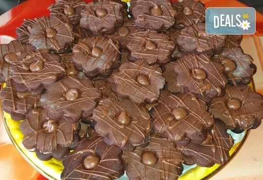 За празници с приятели! Вземете 1 кг. шоколадови или ягодови гръцки сладки Маргарита от Сладкарница Джорджо Джани - Снимка 3