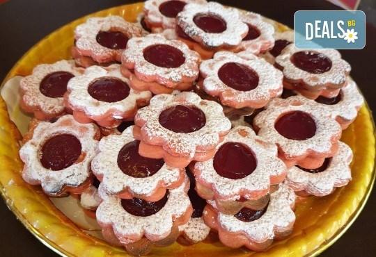 За празници с приятели! Вземете 1 кг. шоколадови или ягодови гръцки сладки Маргарита от Сладкарница Джорджо Джани - Снимка 1