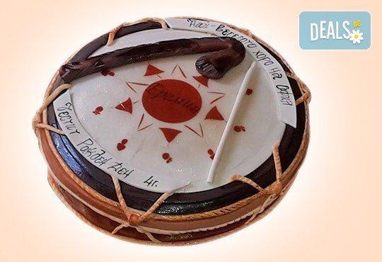 Голяма 3D Торта на традициите за почитателите на българския фолклор, 25 парчета от Сладкарница Джорджо Джани - Снимка 3