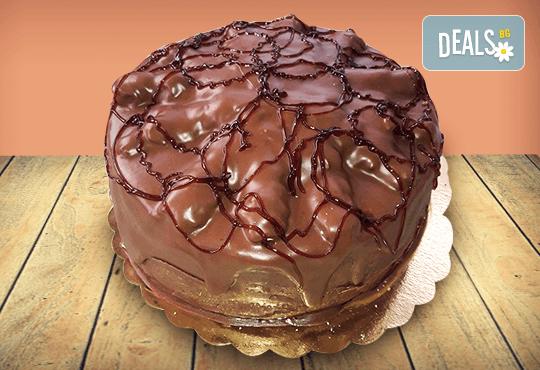 Шоколад и баварски крем! Шоколадова торта Париж с 8, 12 или 16 парчета от майстор-сладкарите на Сладкарница Джорджо Джани - Снимка 1