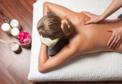 50-минутен комбиниран масаж на цяло тяло с релаксиращ и регенериращ ефект и натурални масла: кокос, какао, бадем в Масажно студио Теньо Коев - Снимка