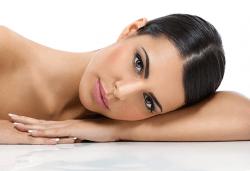 Лифтинг масаж на лице, шия и деколте + ултразвуково въвеждане на ампула с Anti-age ефект, маска и финален крем в студио Нова - Снимка