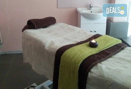 Релаксиращ класически масаж 60 минути с алое или лайка и зонотерапия на ръце и длани в Angels Beauty massage - Снимка 6