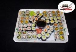 Вкусно предложение на супер цена! 64 суши хапки с пушена сьомга, скариди, сурими, филаделфия и авокадо от Sushi Market - Снимка