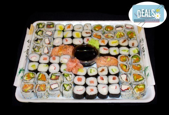 Изненадайте гостите си с вкусно суши! 74 суши хапки с пушена сьомга, херинга, пресни зеленчуци и авокадо от Sushi Market - Снимка 1
