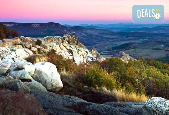Еднодневна екскурзия през септември и октомври до Дяволското гърло и Ягодинската пещера! Транспорт и водач от туроператор Поход - Снимка 3
