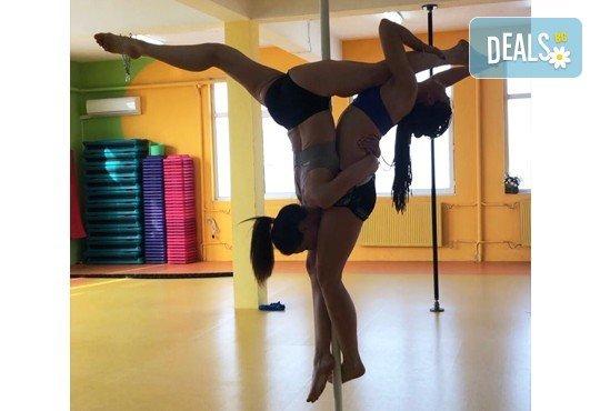 Забавлявайте се и бъдете във форма! 3 или 5 тренировки по Pole Dance - танци на пилон в Pro Sport клуб, Варна - Снимка 4