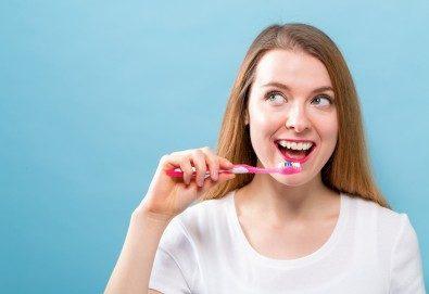 Обстоен преглед, почистване на зъбен камък с ултразвук и полиране в дентален кабинет DentaLuX - Снимка