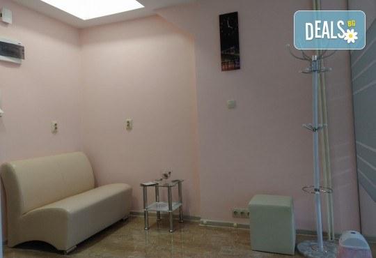 Обстоен преглед, почистване на зъбен камък с ултразвук и полиране в дентален кабинет DentaLuX - Снимка 5
