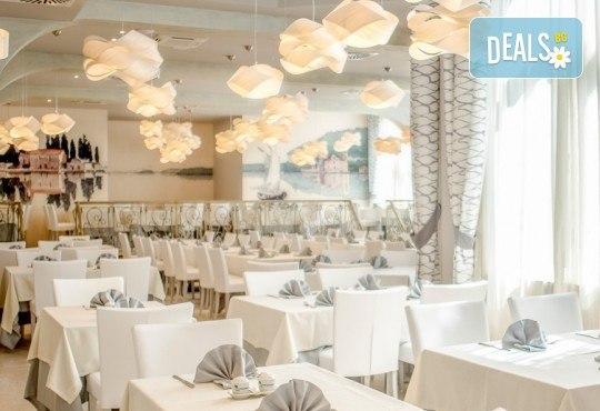 Нова година 2021 на Черногорската ривиера с България Травъл! 4 нощувки, 4 закуски и 3 вечери в Hotel Palma 4*+ в Тиват, транспорт и екскурзия до Дубровник - Снимка 13