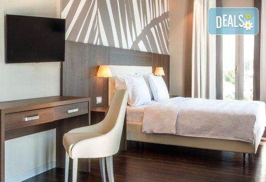 Нова година 2021 на Черногорската ривиера с България Травъл! 4 нощувки, 4 закуски и 3 вечери в Hotel Palma 4*+ в Тиват, транспорт и екскурзия до Дубровник - Снимка 12