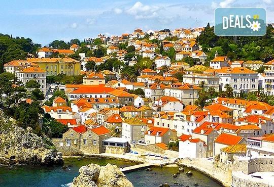 Нова година 2021 на Черногорската ривиера с България Травъл! 4 нощувки, 4 закуски и 3 вечери в Hotel Palma 4*+ в Тиват, транспорт и екскурзия до Дубровник - Снимка 9