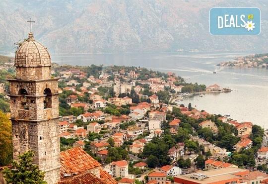 Нова година 2021 на Черногорската ривиера с България Травъл! 4 нощувки, 4 закуски и 3 вечери в Hotel Palma 4*+ в Тиват, транспорт и екскурзия до Дубровник - Снимка 6