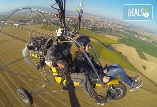 Адреналин! Тандемен полет с двуместен моторен парапланер близо до София и HD видеозаснемане от клуб Vertical Dimension - Снимка 9