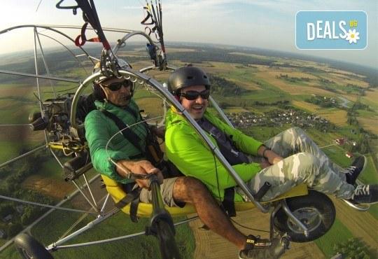 Адреналин! Тандемен полет с двуместен моторен парапланер близо до София и HD видеозаснемане от клуб Vertical Dimension - Снимка 2