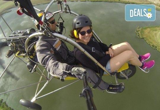 Адреналин! Тандемен полет с двуместен моторен парапланер близо до София и HD видеозаснемане от клуб Vertical Dimension - Снимка 4
