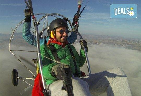 Адреналин! Тандемен полет с двуместен моторен парапланер близо до София и HD видеозаснемане от клуб Vertical Dimension - Снимка 5