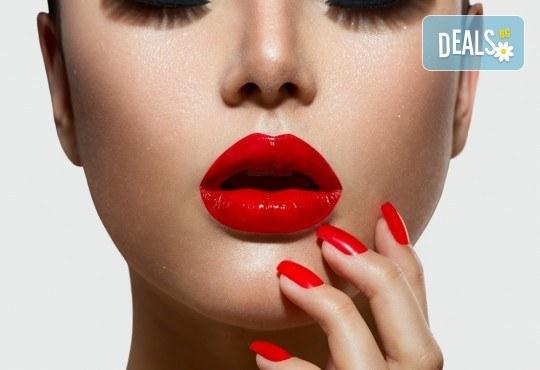 Уголемяване на устните с хиалурон и ултразвук в The Castle of beauty