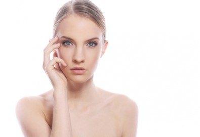 Перфектно лице! Дълбоко почистване на лице + пилинг и терапия с френската козметика Les Complexes Biotechniques, The Castle of beauty - Снимка