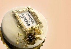 За кумовете! Празнична торта Честито кумство с пъстри цветя, дизайн сърце, романтични рози, влюбени гълъби или др. от Сладкарница Джорджо Джани - Снимка