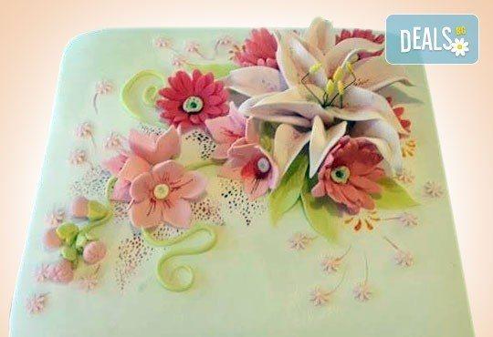 За кумовете! Празнична торта Честито кумство с пъстри цветя, дизайн сърце, романтични рози, влюбени гълъби или др. от Сладкарница Джорджо Джани - Снимка 11