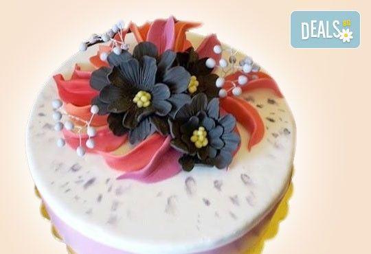 За кумовете! Празнична торта Честито кумство с пъстри цветя, дизайн сърце, романтични рози, влюбени гълъби или др. от Сладкарница Джорджо Джани - Снимка 20