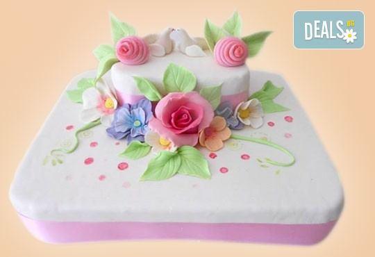 За кумовете! Празнична торта Честито кумство с пъстри цветя, дизайн сърце, романтични рози, влюбени гълъби или др. от Сладкарница Джорджо Джани - Снимка 24