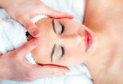 Ензимен пилинг в три фази с френската козметика Les Complexes Biotechniques, маска и релаксиращ масаж в The Castle of beauty - Снимка