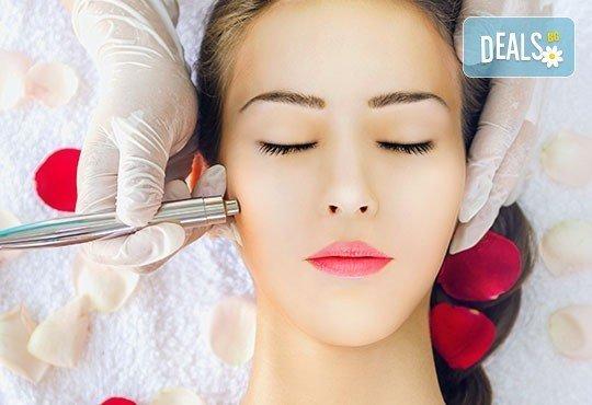 Почистване на лице с ултразвук, пилинг и масаж с Les Complexes Biotechniques и терапия в The Castle of beauty - Снимка 2