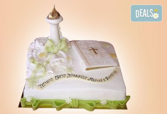 Торта за Кръщене с кръстче, Библия, свещ и надпис от Сладкарница
