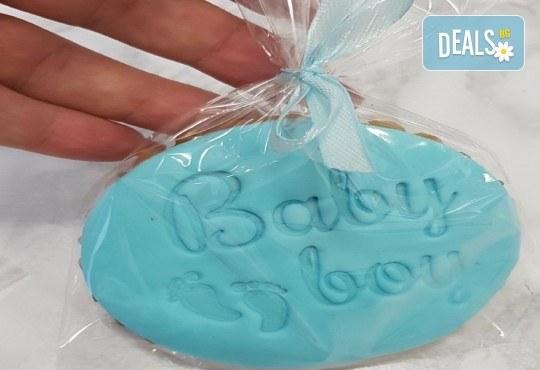 10 броя ръчно приготвени, бебешки меденки - с розова глазура за момиче и синя глазура за момче от хотел Панорама 4*, Варна - Снимка 1