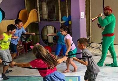 2 часа детски рожден ден за 10 деца в Детски клуб Аристокотките! Уникално парти с аниматор, меню с био напитки, атракциони, стена за катерене, пързалка и много музика! Солени плата за родителите в отделна зала с видимост към децата! - Снимка