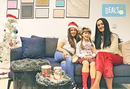 Луксозна Коледна фотосесия в Concept store Камко с реални декори на домашна, празнична атмосфера от фотограф Стефан Димитров - Снимка 4