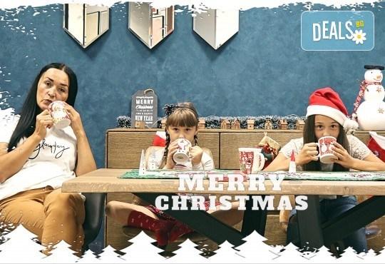 Луксозна Коледна фотосесия в Concept store Камко с реални декори на домашна, празнична атмосфера от фотограф Стефан Димитров - Снимка 5