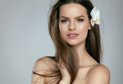 Подстригване, масажно измиване, кератинова италианска терапия DAYMASK и оформяне на косата със сешоар в Салон за красота Феникс - Снимка