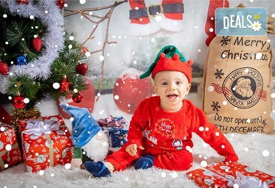 Коледна фотосесия с 4 декора и множество аксесоари! 100 кадъра + 10 кадъра със специални ефекти от фотостудио Arsov Image - Снимка 2