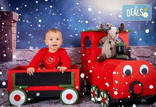 Коледна фотосесия с 4 декора и множество аксесоари! 100 кадъра + 10 кадъра със специални ефекти от фотостудио Arsov Image - Снимка 1